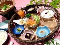 朝の朝食一例。瀬戸内と広島の幸をふんだんに取り入れた朝食になります。