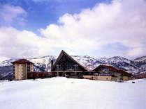 *奥志賀高原スキー場に直結したホテルです。