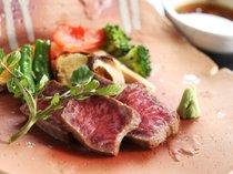 石窯で焼かれたトロけるジューシーな絶品の但馬牛ステーキ