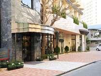 外観/お客様をお出迎えするホテル精養軒のエントランス