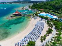 ビーチ:エメラルドグリーンの海と真っ白な砂浜のプライベートビーチ☆