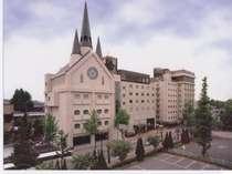 JR宇部新川駅より徒歩5分、宇部空港からも交通便良。