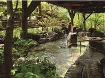 【吉祥の湯】岩風呂-自然と調和した美しい露天風呂です