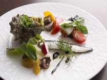 イタリアンディナーの前菜は九州産食材を使用した5種の盛り合わせにてご用意。