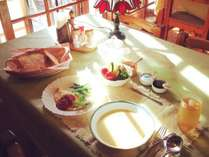 【朝食】朝日差し込む食堂でお楽しみ下さい