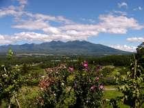 標高1000m、息を呑む壮大さ!メゾンからの八ヶ岳の峰々。