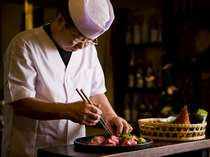 料理長が真心こめてお仕立てする料理を是非、この機会にご堪能ください。
