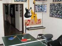 温泉旅館の遊びの定番卓球。お子さんからおじいちゃんおばあちゃんまでが夢中になれる楽遊のアイテム。