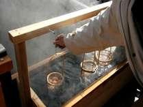 【峰大噴湯公園】温泉卵つくり。わんこもリードをつけて入れます