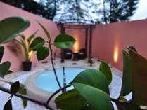 ガーデンスパ「湯空」は貸切で利用できる温泉露天風呂。