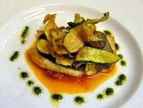 新鮮な海の幸をたっぷ使った洋食のフルコースはフレンチテイストのイタリアン