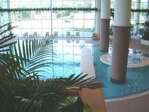 ◎屋内プール 天候や季節に関係なく楽しめます 営業時間8:00~23:00