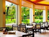 レストラン 『 パセオガーデン 』 ~ 南国の開放感の中で、朝食バイキングをどうぞ