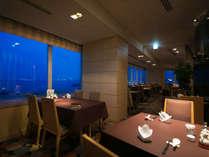 <壺中天>眼下に広がるエメラルドグリーンの海。最高の景色と共に本格中国料理を食す至福時間