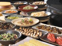 ◆リモネ朝食◆心が和む和惣菜。定番の「筑前煮」や隠れた人気メニュー「出汁巻き」も。