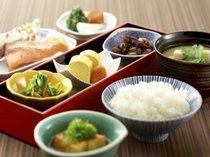 ◆なだ万朝食◆体にやさしい和朝食。お粥朝食や一品料理もご用意しております。