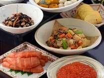 【エグゼクティブラウンジ】和惣菜も充実の朝食。お好みに合わせて仕上げるシェフの卵料理も人気。(一例)