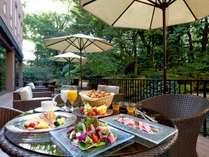 ◆リモネ朝食◆緑まぶしいテラス席がおすすめ♪