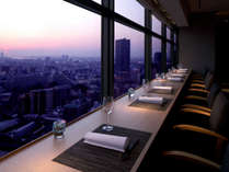 【日本料理 なかのしま】地上110mから大阪市街を一望。カップルに人気のカウンター席。