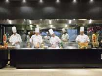 【リモネ】活気あふれるオープンキッチンから多彩なお料理をご提供します。
