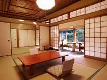 ■10+6畳間の一例。同じタイプのお部屋が4室あります。ご家族、グループでご利用下さい。