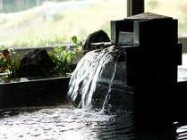 今も昔も変わることなく湧き続ける名湯は弱アルカリ性単純温泉。