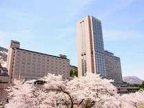 【外観】桜満開のNASPAニューオータニ