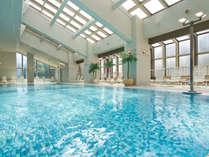 *【温水プール(5F)】20mの屋内プール。水着・浮き輪・ゴーグルの販売もあり、用意がなくても安心です。