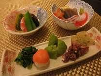お夕食は野菜たっぷりヘルシー懐石料理を一品づつゆっくりとご堪能ください。