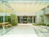 緑あふれる、開放的でおしゃれな空間。ついつい長居したくなる心地よい空間を目指します。