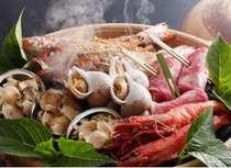 【宝楽焼き】新鮮魚介に源泉をかけ、蒸し焼きにした絶品料理