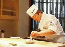 お料理を目の前で仕上げます。