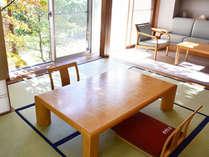 【特別室】窓からは安曇野の山里の風景が広がる和洋室。ゆっくりと「なにもしない」贅沢をお愉しみ下さい。