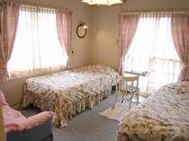 バストイレ付 ツインルーム 全室TV,有線BGM・WOWOW付のかわいい客室
