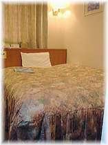 デラックスシングルの広々快眠ダブルベッド。バス・トイレも別々の贅沢なお部屋です。,愛媛県,ターミナルホテル東予