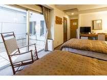当ホテル2部屋のみのプライベートテラス付き、バストイレセパレートタイプのツインルーム