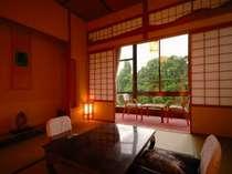 和賀川の四季の彩りを望む客室