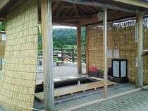 湯本温泉湖岸公園「足湯」♪(当館横にございます)