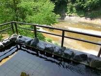 【露天風呂】初夏の渓流を眺めながら