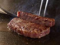ライブキッチンの牛肉は焼きたて、あつあつ!