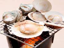 自席で焼ける海鮮浜焼き!サザエや帆立貝などが食べ放題です。