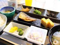 【*朝食】和朝食一例。ご飯とお味噌汁はおかわり自由です。
