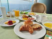 海を眺めながら優雅なご朝食をお楽しみください[和洋バイキング]