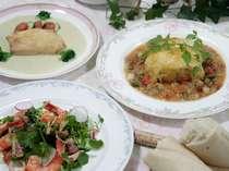 夕食は洋風コースディナー