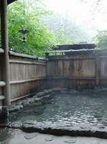 貸切露天風呂「癒しの湯」昼風景
