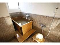 【お風呂付客室・ひのき】人を気にせず、お部屋のお風呂でもゆっくりしてくださいね♪