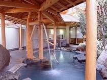 【花てらす】露天風呂ではめずらしい立ち湯や打たせ湯を愉しんで…