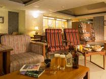 【クラブラウンジ暫】スイートルームや露天風呂付客室、和洋室でご宿泊の方専用ラウンジ。