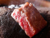 讃岐オリーブ牛の宝楽石焼(一例)