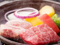 三畜(牛・豚・鶏)と地元野菜の名物宝楽焼き(イメージ)